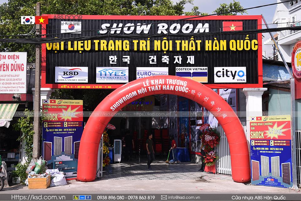Showroom-cua-nhua-abs-han-quoc